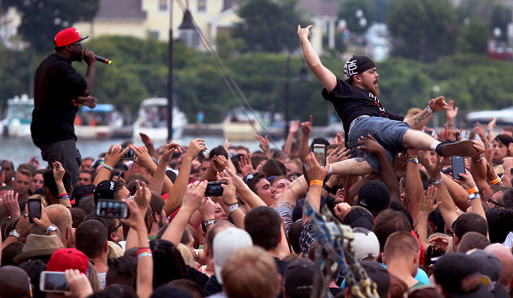 Roverfest_Crowd_Surf_2000_x_1165